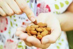 Las almendras un fruto seco quesabe muy bien y están llenas de proteínas y grasas saludables. Pero en realidad pueden las almendras ayudar a perder peso. Las almendras son buenas para la perdida de peso? La afirmación más común de la almendra como ayudapara bajar de peso es que es ...
