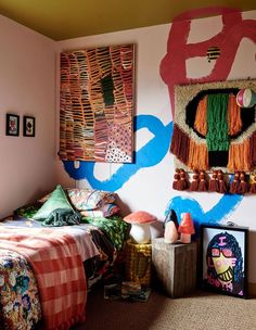 Funky bedroom / eclectic decor / abstract wall mural / modern bohemian child's bedroom Funky Bedroom, Kids Bedroom, Bedroom Decor, Colourful Bedroom, Funky Home Decor, Eclectic Decor, Eclectic Bedrooms, Bohemian Bedrooms, Home Design