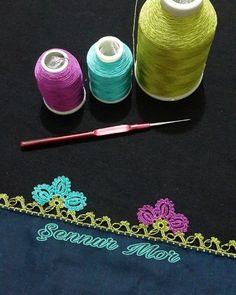 En Yeni 55 Tığ İşi Çeyizlik Çiçekli Motifli Boncuklu Oya Modelleri Knitted Poncho, Knitted Shawls, Random Gif, Colored Hair Tips, Knit Shoes, Shadow Puppets, Sweater Design, Baby Knitting Patterns, Knitting Socks