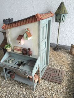 Sabs Mini Interiors: Thick layer of dust. Vitrine Miniature, Miniature Rooms, Miniature Fairy Gardens, Doll Furniture, Dollhouse Furniture, Diy Dollhouse, Modern Dollhouse, Diy Doll Miniatures, Wood Crafts