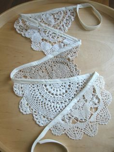 A doily banner.Paper doily banner or crochet Doilies Crafts, Lace Doilies, Crochet Doilies, Fabric Crafts, Sewing Crafts, Sewing Projects, Diy Crafts, Wood Crafts, Doily Art