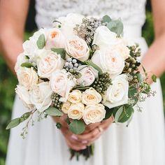 awesome vancouver wedding Love this shot of Kyla's bouquet. @bakephoto you are unbelievablely talented #vintagegarden #coral #bridalbouquet #Sunflowerflorist ##VancouverFlorist #garden #grousemountain #aliciakeatsweddings #weddingideas #vancitywed by @vancouverflower  #vancityweddings #vancouverflorist #vancouverwedding #vancouverwedding