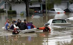02/22/2017 - Thousands flee rising floodwaters in San Jose as mandatory evacuation orders are widened