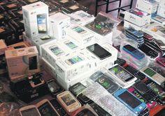 Confiscan miles de celulares desbloqueados a más de 40 tiendas. DETALLES: http://www.audienciaelectronica.net/2015/09/confiscan-miles-de-celulares-desbloqueados-a-mas-de-40-tiendas/