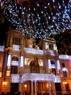 ayuntamiento de valencia iluminado. En el blog formulasydreams.com