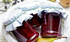 Konfitura gruszkowa zaronią - słodycz wakacyjnych gruszek przełamana owocami aronii #recipe Dr. Oetker Polska Food, Preserve, Essen, Meals, Yemek, Eten