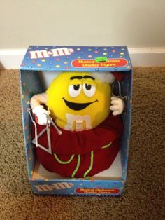 M&M'S- M&M MUSICAL X-MAS DISPLAY FIGURE- FEATURING YELLOW