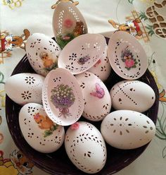 Do-it-yourself projects and craft ideas you can easily complete, no matter your skill level. Egg Crafts, Easter Crafts, Holiday Crafts, Diy And Crafts, Art D'oeuf, Carved Eggs, Ukrainian Easter Eggs, Egg Designs, Faberge Eggs