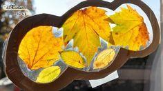 Activité manuelle enfants - bricolage attrape-soleil avec des feuilles mortes d'automne - cadre en carton en forme de nuage de coeur - activité créative - papier autocollant pour couvrir les livres - issu du blog maman sur le fil