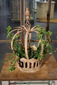 Krona i järn för dekoration ute eller inne