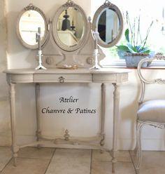Coiffeuse de style Louis XVI, avec miroirs en tryptique