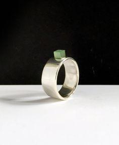 Hele mooie hoogglans sterling zilveren ring met Jade, apart en elegant, handgemaakte designring