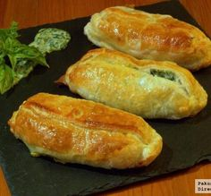 Salmon in puff pastry with cream of spinach. Salmon Recipes, Fish Recipes, Seafood Recipes, Mexican Food Recipes, Great Recipes, Cooking Recipes, Favorite Recipes, Samosas, Empanadas