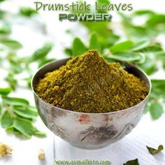 This drumstick leaves powder recipe / Murungai Keerai podi helps to boost the stamina, controls diabetes, lowers cholesterol, detoxify the body and mainly simulates the hair growth. Masala Powder Recipe, Masala Recipe, Drumstick Recipes Oven, Moringa Recipes, Podi Recipe, Moringa Leaves, Moringa Powder, Cure Diabetes Naturally, Desi Food