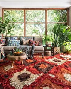 35 Awesome Bohemian Living Room Decoration Ideas - Bohemian eclectic decor is an unique personal statement deriving inspiration from a variety of cultures and a broad spectrum of vintage spaces. A cura. Boho Living Room, Bohemian Living, Moroccan Decor Living Room, Cozy Living, Simple Living, Boho Dekor, Boho Home, Bohemian Design, Moroccan Decor