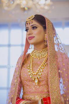 Looking for Sikh bride wearing light pink and gold bridal jewellery? Browse of latest bridal photos, lehenga & jewelry designs, decor ideas, etc. Sikh Bride, Punjabi Bride, Big Fat Indian Wedding, Indian Bridal, Indian Weddings, Bridal Outfits, Bridal Dresses, Bridal Looks, Bridal Style
