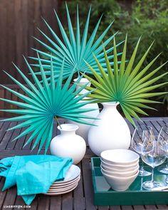 Create Your Own Large Paper Fan Palm for Summer Large Paper Flowers, Diy Flowers, Fabric Flowers, Diy Paper, Paper Crafts, Decoration Evenementielle, Fan Palm, Paper Leaves, Paper Fans