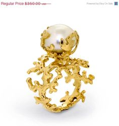 ON SALE  CORAL Pearl Gold Ring Yellow Gold Pearl door AroshaTaglia, $290.50