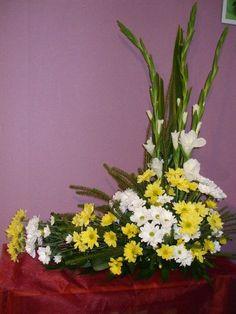 Arranjos Altar Flowers, Church Flowers, Funeral Flowers, Funeral Floral Arrangements, Large Flower Arrangements, Contemporary Flower Arrangements, Sympathy Flowers, Arte Floral, Exotic Flowers
