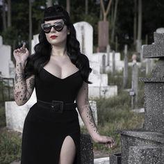Goth pin up Estilo Rock, Estilo Pin Up, Goth Beauty, Dark Beauty, Darkness Girl, Gothic Fashion, Vintage Fashion, Goth Women, Rockabilly Fashion