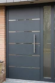 The slits between each door panel add a nice elegant, modern touch. While the shortened thin door handle adds a modest, controlled feel that'd be proportional to the rest of the house Doors Interior, Modern Front Door, Contemporary Front Doors, Door Design Modern, Door Gate Design, Front Door, Front Door Entrance, House Doors, Exterior Doors