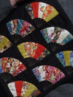 Asian fan quilt Japanese Quilt Patterns, Japanese Patchwork, Japanese Fabric, Quilt Block Patterns, Quilting Projects, Quilting Designs, Quilt Design, Sewing Projects, Peacock Quilt