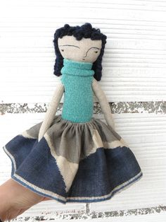 Muñeca realizada en algodón con pelo trenzado de AntonAntonThings en Etsy