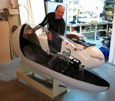 벨로모빌이 코너링에 관심을 보이기 시작했다.-1 VeloTilt met grote stappen vooruit 큰 발전을 이룬 벨로틸트. 벨로모빌(들)이 코너링에 관심을 보이기 시작했습니다. 속도만을 지향하는 2륜에서는 차체를 기...