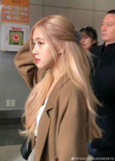 Jenny Kim, Min Yoonji, Rose Icon, Cute Rose, Blackpink Photos, Blackpink Fashion, Blackpink Jisoo, Blackpink Jennie, Yg Entertainment