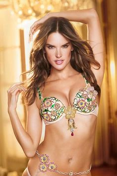 Runway-ready: Supermodel mother-of-two Alessandra Ambrosio models the Floral Fantasy Bra Gift Set, designed exclusively for Victoria's Secret by London Jewelers Lingerie Victoria Secret, Victoria Secret Dessous, Victoria Secret Fashion Show, Victoria Secrets, Moda Victoria Secret, Victoria Secret Angels, Alessandra Ambrosio, Mode Chic, Mode Style