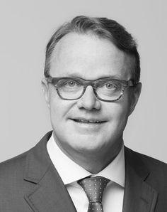 "Stephan Bergamin, Co-Autor von ""M&A: Erfolgreich dank Integrationsmanagement"". NZZ Libro (Oktober 2015)"