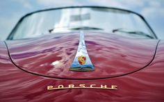 Porsche Logotipo Emblema Rojo Cloud Covered Coches