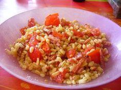 Aujourd'hui, je vous propose une petite salade toute simple réalisée très rapidement par ma fille aînée Morgane. Ingrédients : - riz Ebly - lardons - 5 tomates - vinaigre balsamique - parmesan Préparation : Faire cuire le riz Ebly et faire revenir les...