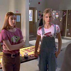 Buffy the Vampire Slayer's greatest fashion moments Fashion Tv, Fashion Outfits, 90s Teen Fashion, I Love Cinema, Sarah Michelle Gellar Buffy, A Silent Voice, Buffy The Vampire Slayer, Silhouette, Cosplay