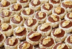 IŠELSKÉ DORTÍKY | Recepty Christmas Sweets, Christmas Baking, Czech Recipes, Holiday Cookies, Baking Recipes, Cake Decorating, Sweet Tooth, Deserts, Food And Drink