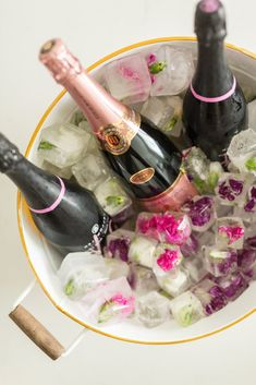 Brunch Bridal Shower Champagne paired with Flower-filled Ice Cubes from a Champagne Brunch Bridal Shower on Kara's Party Ideas Champagne Birthday, Champagne Brunch, Birthday Brunch, Brunch Party, Brunch Wedding, Brunch Food, 25th Birthday, Engagement Brunch, 30th