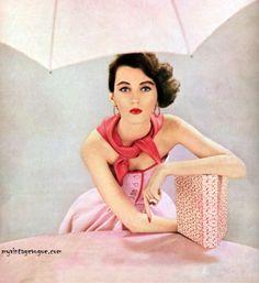 Ciao Bellissima - Vintage'licious; Dovima, Harper's Bazaar January 1951