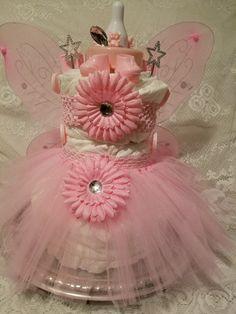 Royal Princess Diaper Cake - mochilas - Baby Tips Cute Baby Shower Ideas, Baby Shower Gift Basket, Baby Shower Gifts, Diaper Cakes Tutorial, Diy Diaper Cake, Nappy Cake, Royal Princess, Princess Diaper Cakes, Panda Baby Showers