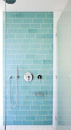 Recycelte Glasfliesen Badezimmer Aqua Subway Fliesen Also . Glass Tile Bathroom, Blue Glass Tile, Blue Subway Tile, Aqua Bathroom, Aqua Glass, Bathroom Kids, Bathroom Flooring, Glass Tiles, Shower Tiles