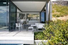 Head 1815 House in Cape Town by SAOTA