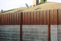 Wall Screen Design Wood Fences 46 Ideas For 2019 Redwood Fence, Wood Fence Gates, Wood Fence Design, Privacy Fence Designs, Patio Design, Metal Fences, Fencing, Wooden Fences, Pallet Fence