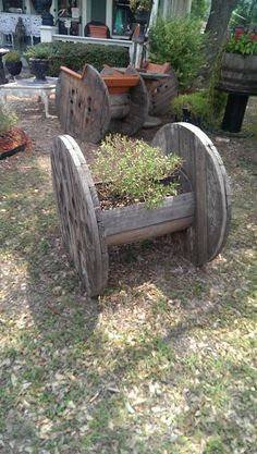 Planter made with a wire spool