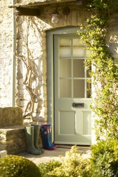 Fairytale luxury self-catering cottage in Fulbrook Oxon just a mile from Burford village in the Cotswolds. A cottage simply perfect in every way. Best Front Door Colors, Best Front Doors, Front Door Paint Colors, Painted Front Doors, Paint Colours, Modern Cottage Style, Modern Country, Country Style, Cottages Anglais