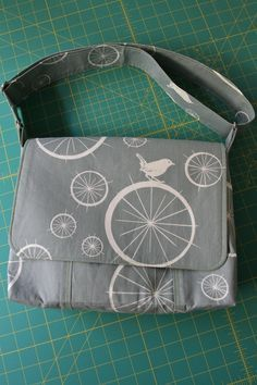 """Messenger bag Tutorial with pockets and zipper pocket. Finsihed size 8""""h x 11""""w x 3"""" deep"""