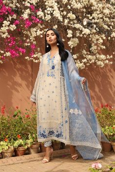 Pakistani Fashion Party Wear, Pakistani Formal Dresses, Indian Gowns Dresses, Indian Fashion, Dress Indian Style, Indian Outfits, Mom Outfits, Fall Outfits, Stylish Dress Designs