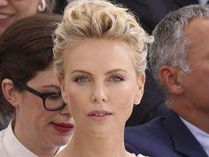 Charlize Theron : La fille la plus cool de l'ouest                                                                                                                                                                                 Plus