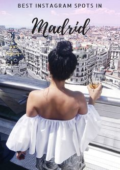 Some one took a picture of me in Madrid. Buckingham Palace, Madrid Guide, Empire State Building, Taj Mahal, Madrid Travel, Barcelona Travel, Foto Madrid, Travel Outfit Summer, Spain And Portugal