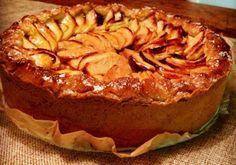 Het was in mijn eerste kookboek (of misschien was hij van mijn zus), dat ik voor het eerst een appeltaart zag met onafgedekte partjes appel. Zonder het betere deegvlechtwerk (ook heerlijk zelfs, oma's appeltaart )...
