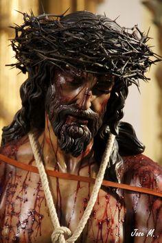 Oh Sta. Cruz de Jesucristo, se mi verdadera luz y mi esperanza. Aleja de mí todo temor a la muerte y derrama en mi alma el bien. Aleja de mi todo mal, hazme entrar en el camino de la salvación y aleja de mí todo temor a la muerte. Oh Sta. Cruz de Jesucristo, presérvame de todos los accidentes, temporales y corporales para que pueda adorarte siempre. Haz que el espíritu maligno visible o invisible huya de mí por todos los siglos de los siglos. Amen.