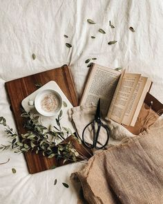 Do you have a productive day or just procrastinating today? I have been soooo productive today. Feeling like an adult for once :p It feels… Cozy Aesthetic, Brown Aesthetic, Autumn Aesthetic, Aesthetic Vintage, Aesthetic Photo, Aesthetic Pictures, Flat Lay Photography, Book Photography, Paradis Sombre